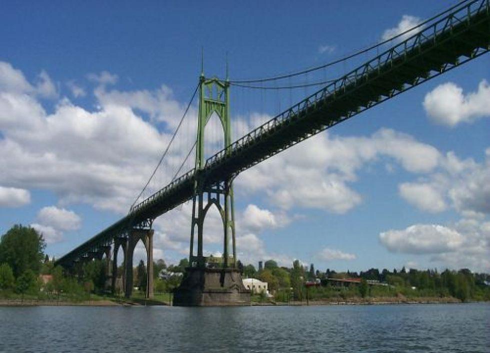 The St. Johns Bridge spans the Willamette River in Portland, Oregon. Image credi