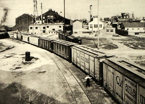 Factories and trains at the American Cyanamid chemical manufacturing site, 1940.
