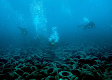 Divers work to remove tires from Osborne Reef in Broward County, Florida.