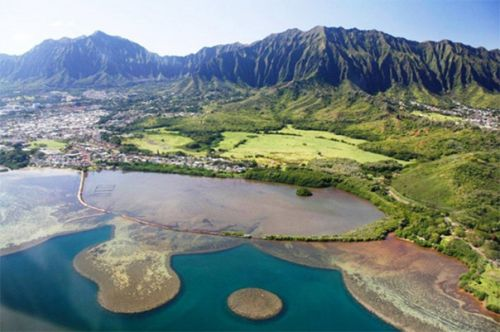 Hawaii coastline with mountains.