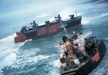 The M/V New Carissa grounded, then broke apart off of the coast of Oregon in 1999. (NOAA)