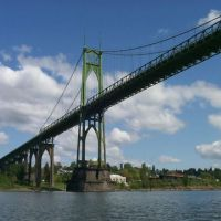 The St. Johns Bridge spans the Willamette River in Portland, Oregon. Image credi